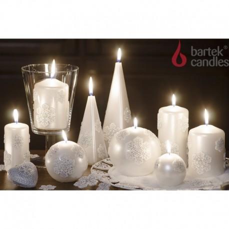 BARTEK-CANDLES Svíčka dekorativní CHRISTMAS SNOW - pyramida 50x50x150 mm - Perleť