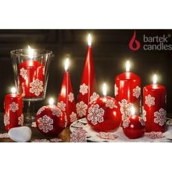 BARTEK-CANDLES Svíčka dekorativní CHRISTMAS SNOW - pyramida 50x50x150 mm - Červená metalíza