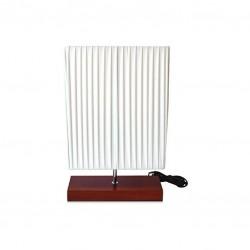 Stolní lampa s dřevěnou základnou